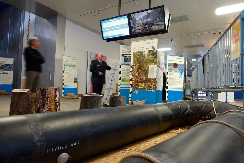 HW-Ausstellung-Karlsruhe-Perso-unscharf