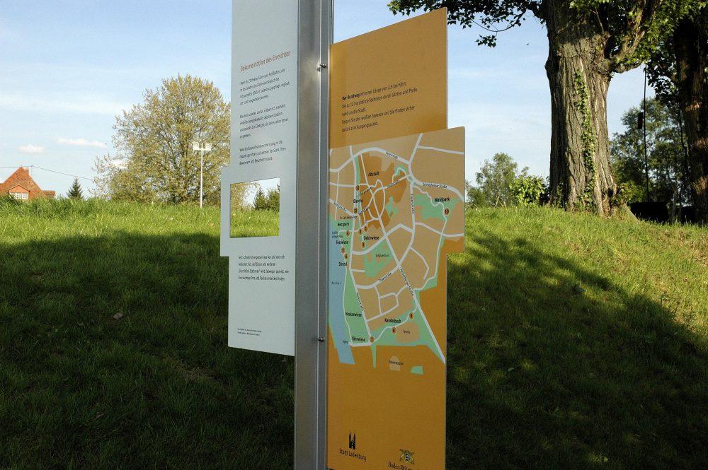 Rückseite mit Projektinformation und Lageplan